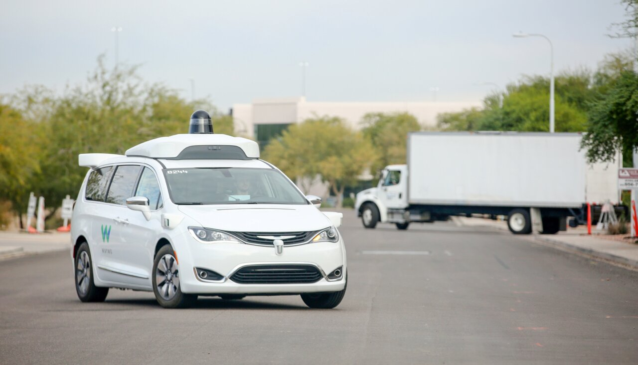 The journalists managed to find the passenger of the Waymo robotici, who told about the work of the service