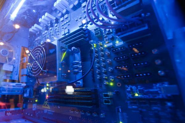 Героический вид на 48-ядерный процессор