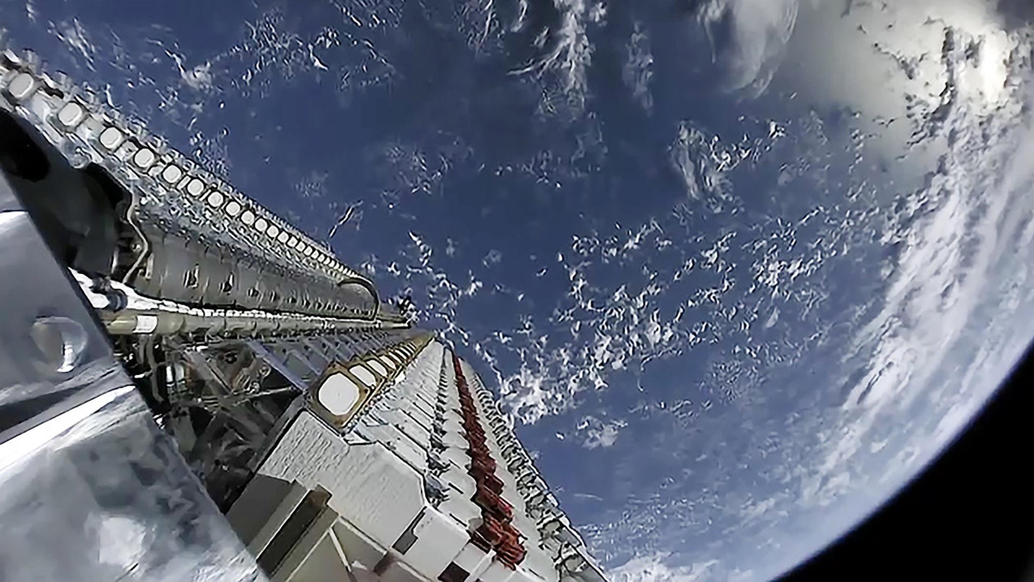 Астрономы считают, что спутники связи SpaceX, OneWeb и других компаний угрожают будущему астрономии