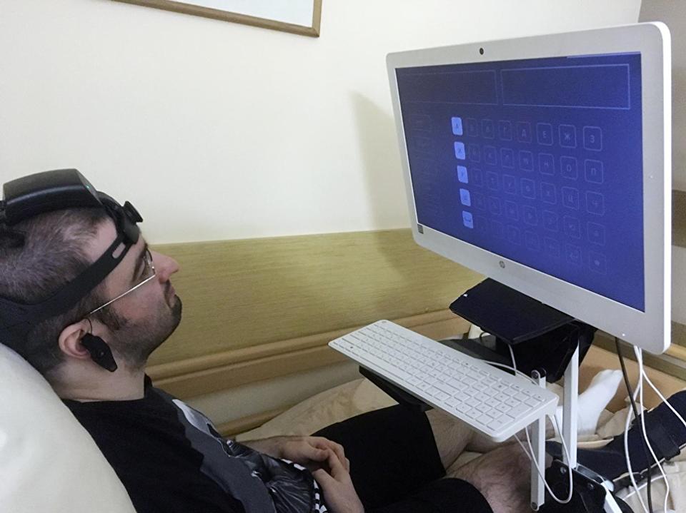 В России разрабатывают нейрогарнитуру для людей с нарушениями речи и моторики