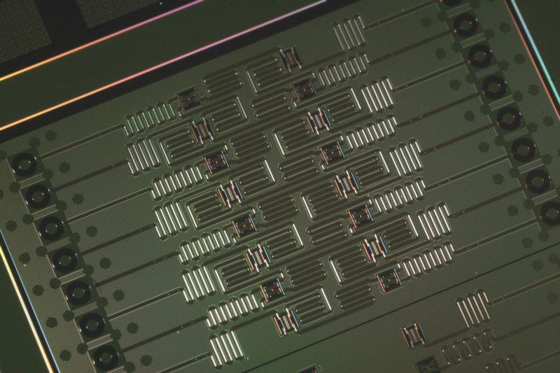 [Перевод] Проигравшие в гонке квантовые компьютеры и их роковые ошибки