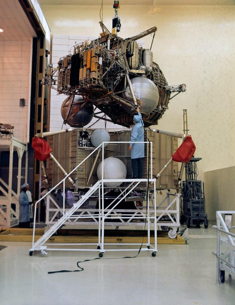 месторасположение: фитнес устройство космического корабля аполлон операция проводится без