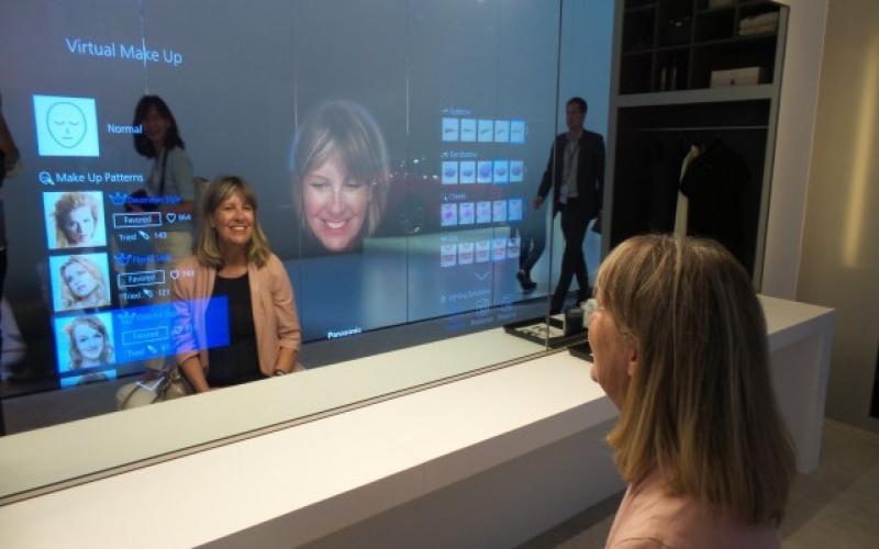 Умное зеркало от Panasonic дает советы по внешнему виду