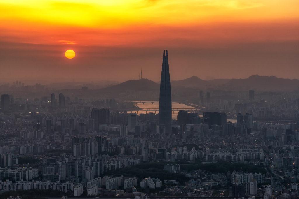 Еще один день в Сеуле, Южная Корея, отравлен смогом. Фото: Getty Images