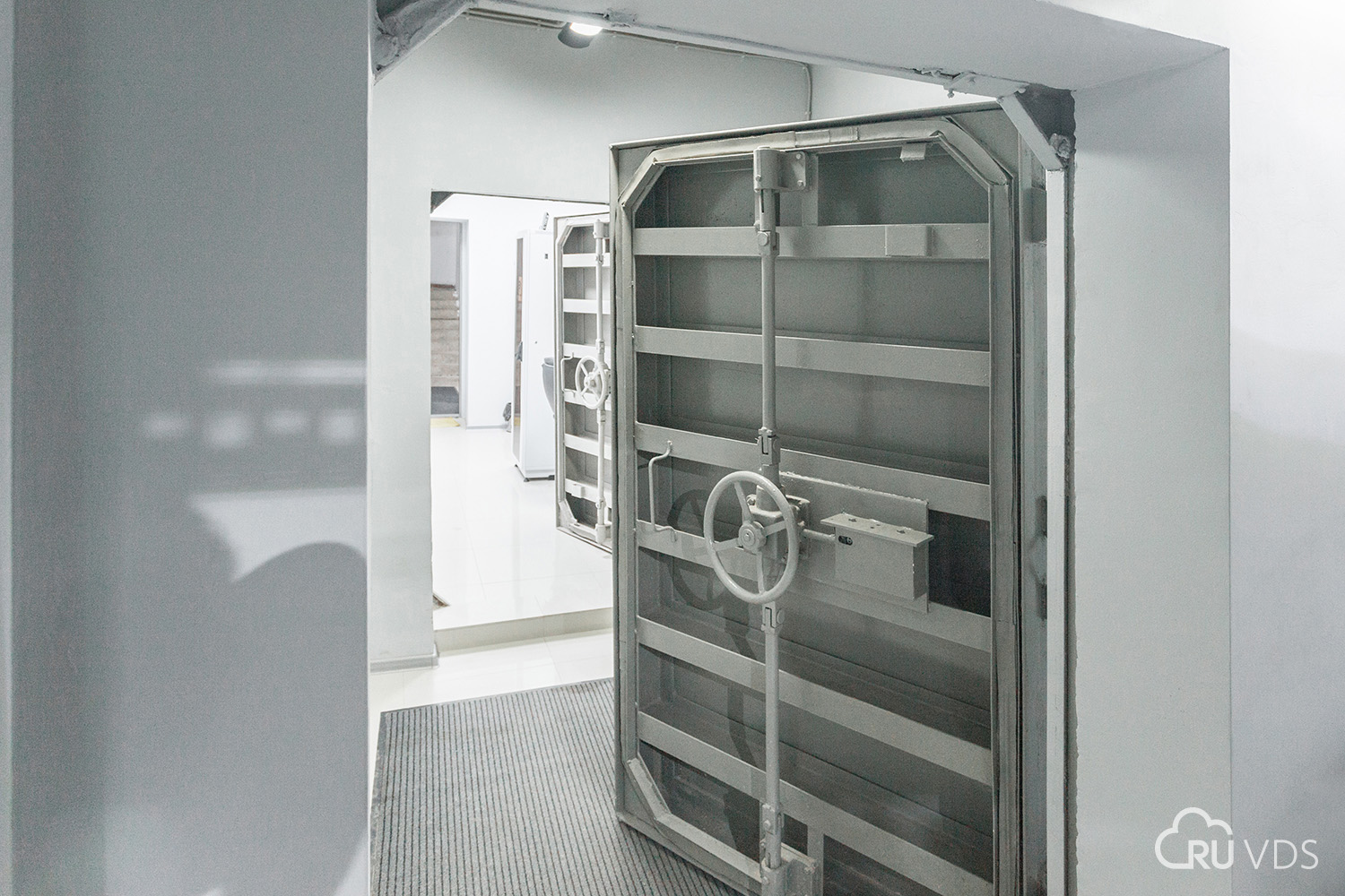 Bunker for the date: how I was allowed to walk through the RUVDS data center in the territory of the space mission