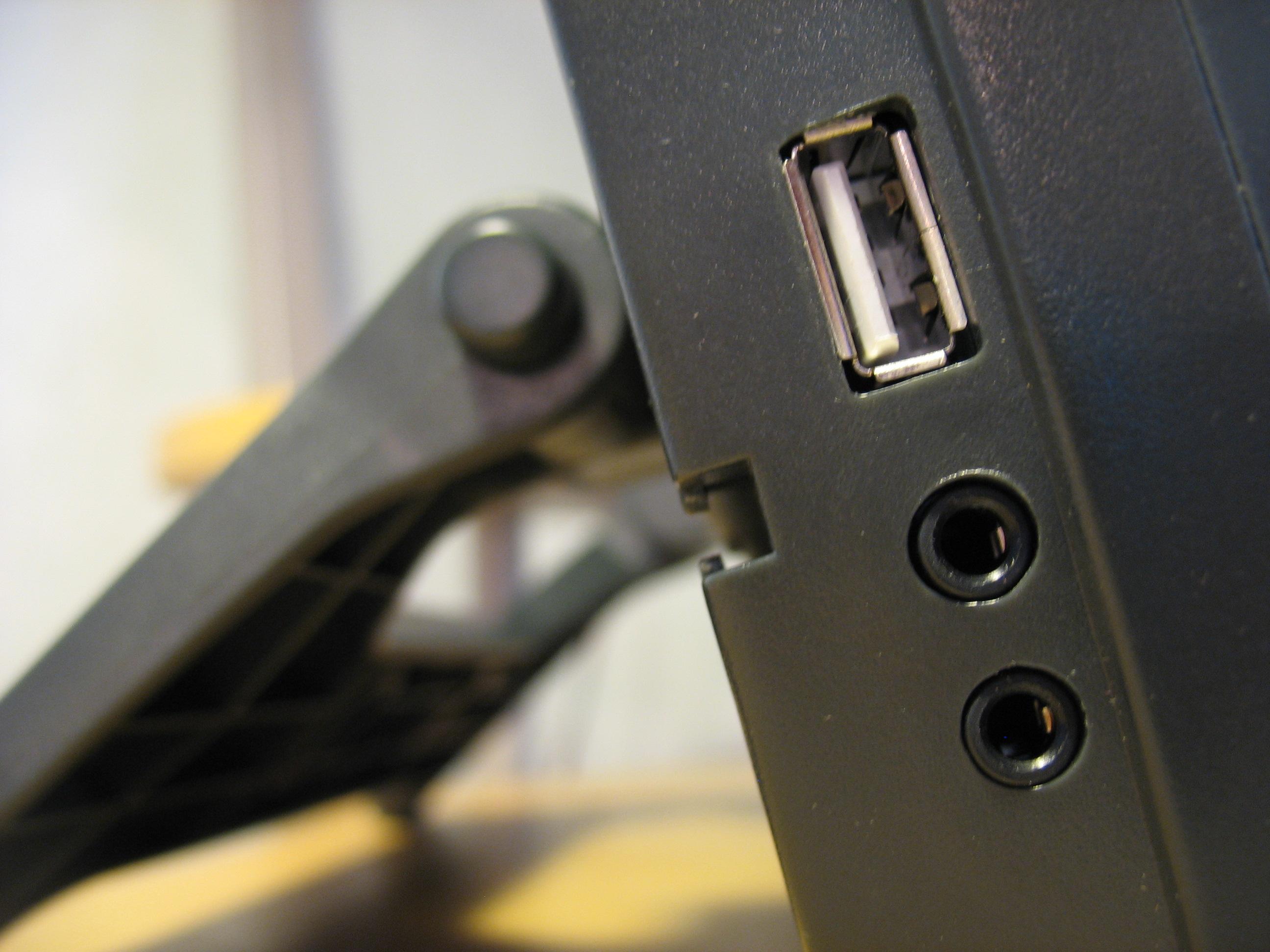 Интерфейсы и разъемы: USB и Jack 3.5 мм
