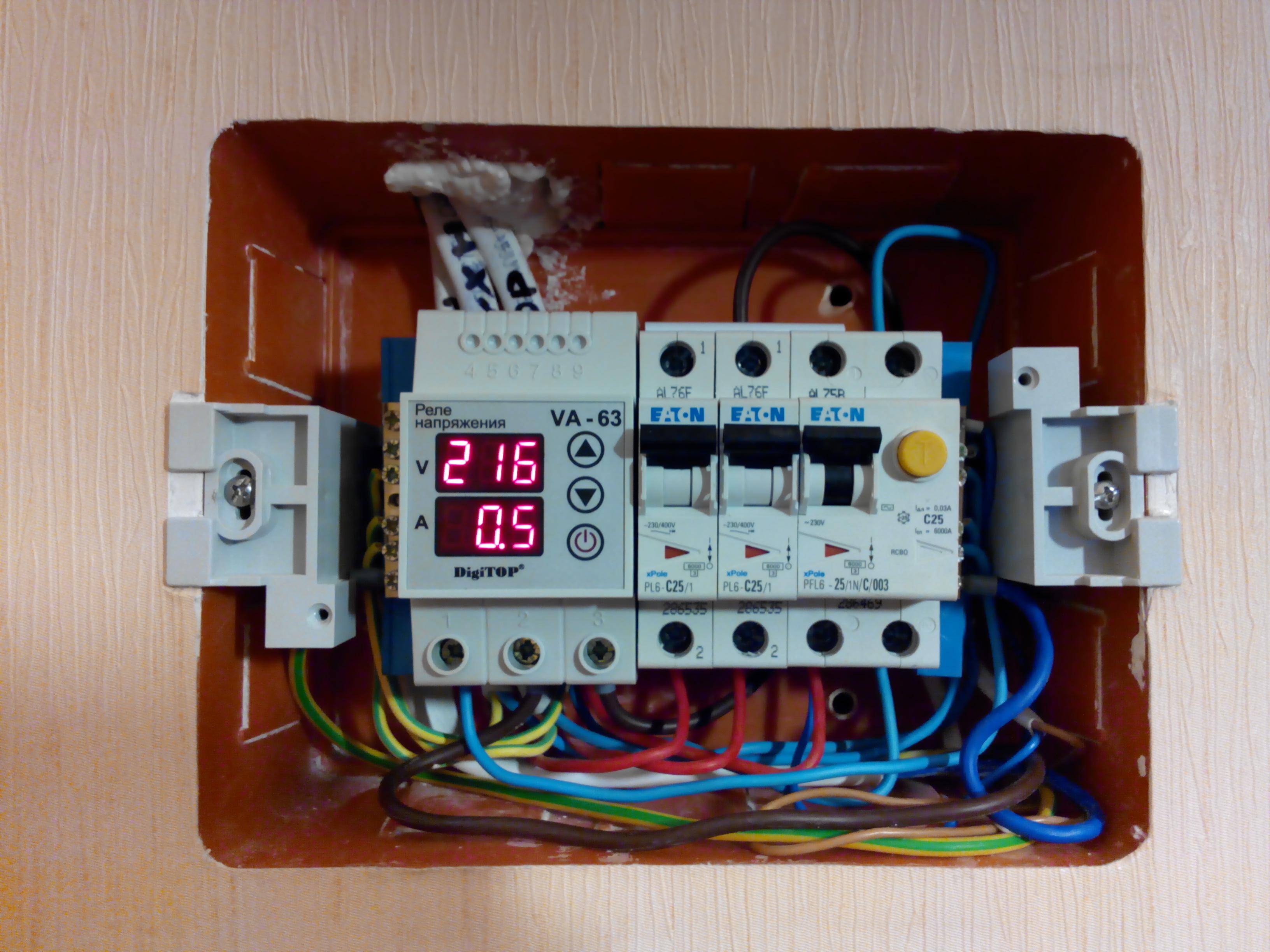 Обзор реле напряжения с контролем тока DigiTop VA-protector 63A
