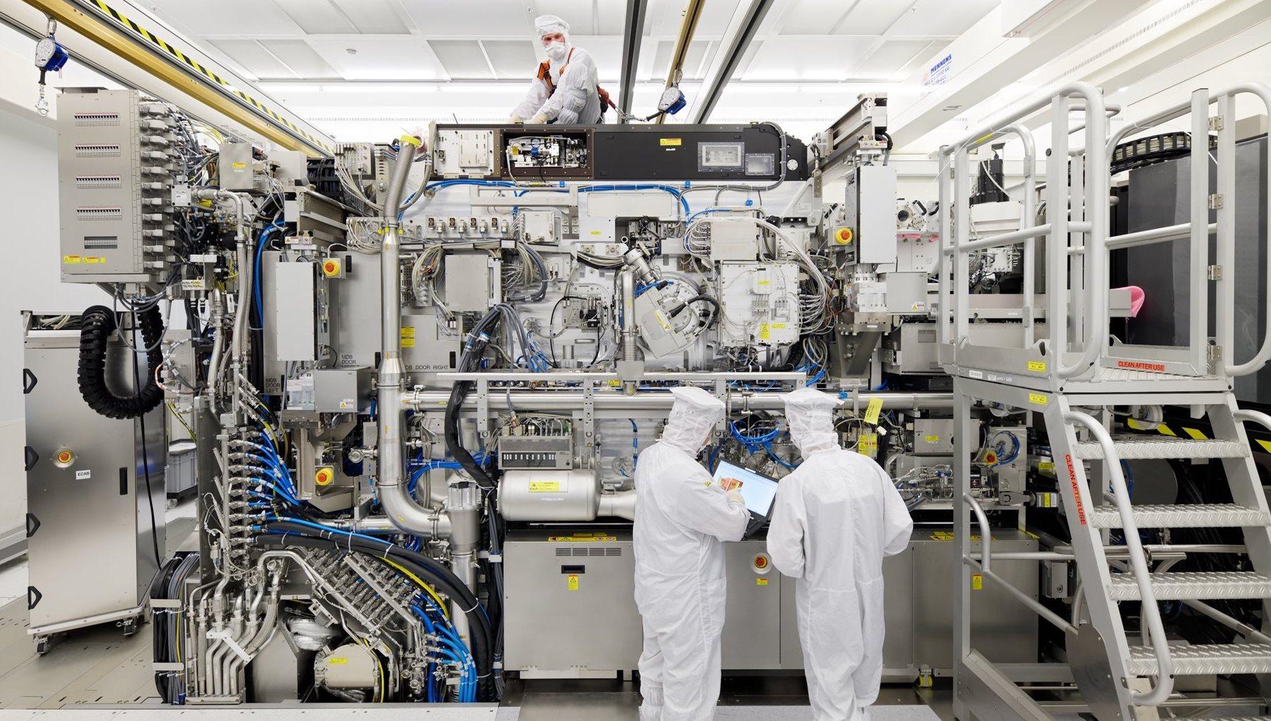 Та самая единственная в мире установка фотолитографии в EUV от ASML для производства полупроводниковых пластин по технологическому процессу 5 нм