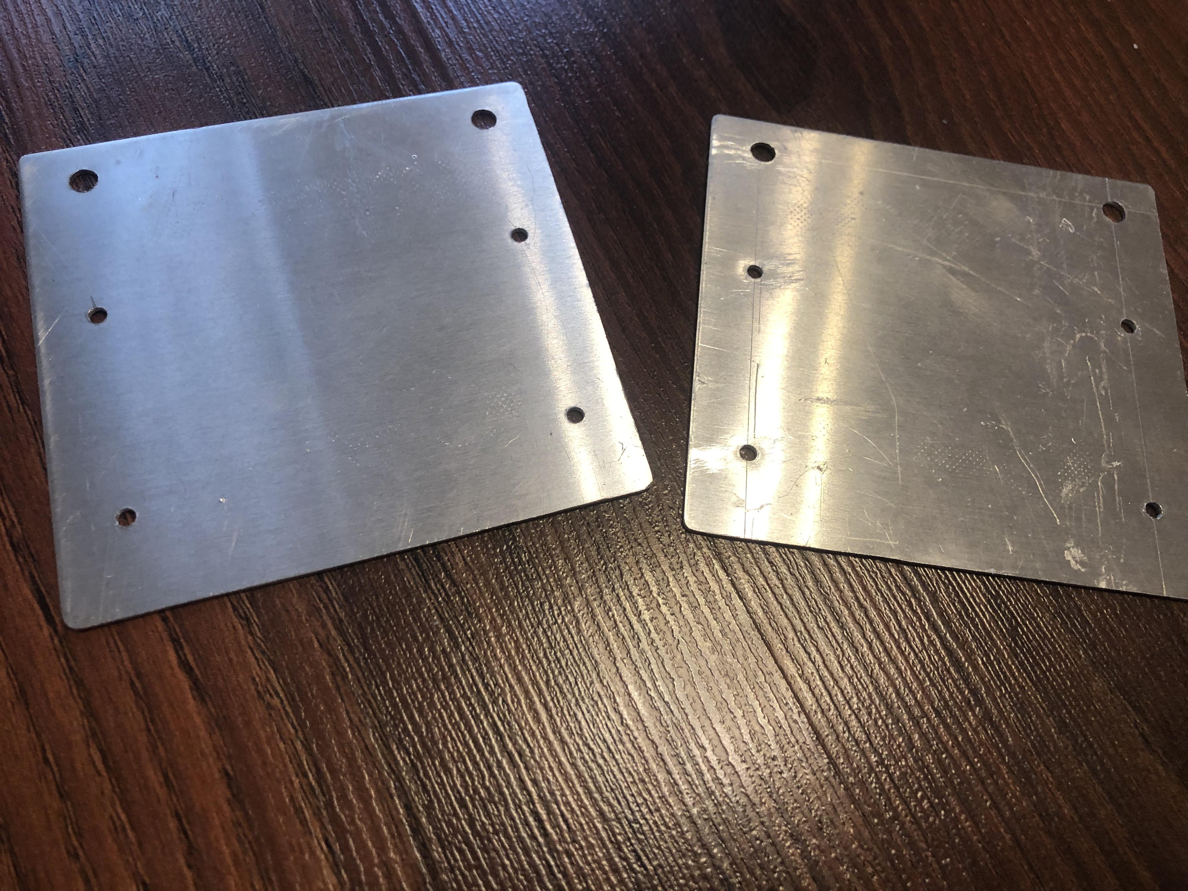 """Из алюминиевого листа толщиной 1.2 мм выпилил пластины для """"корзины"""" дисководов"""