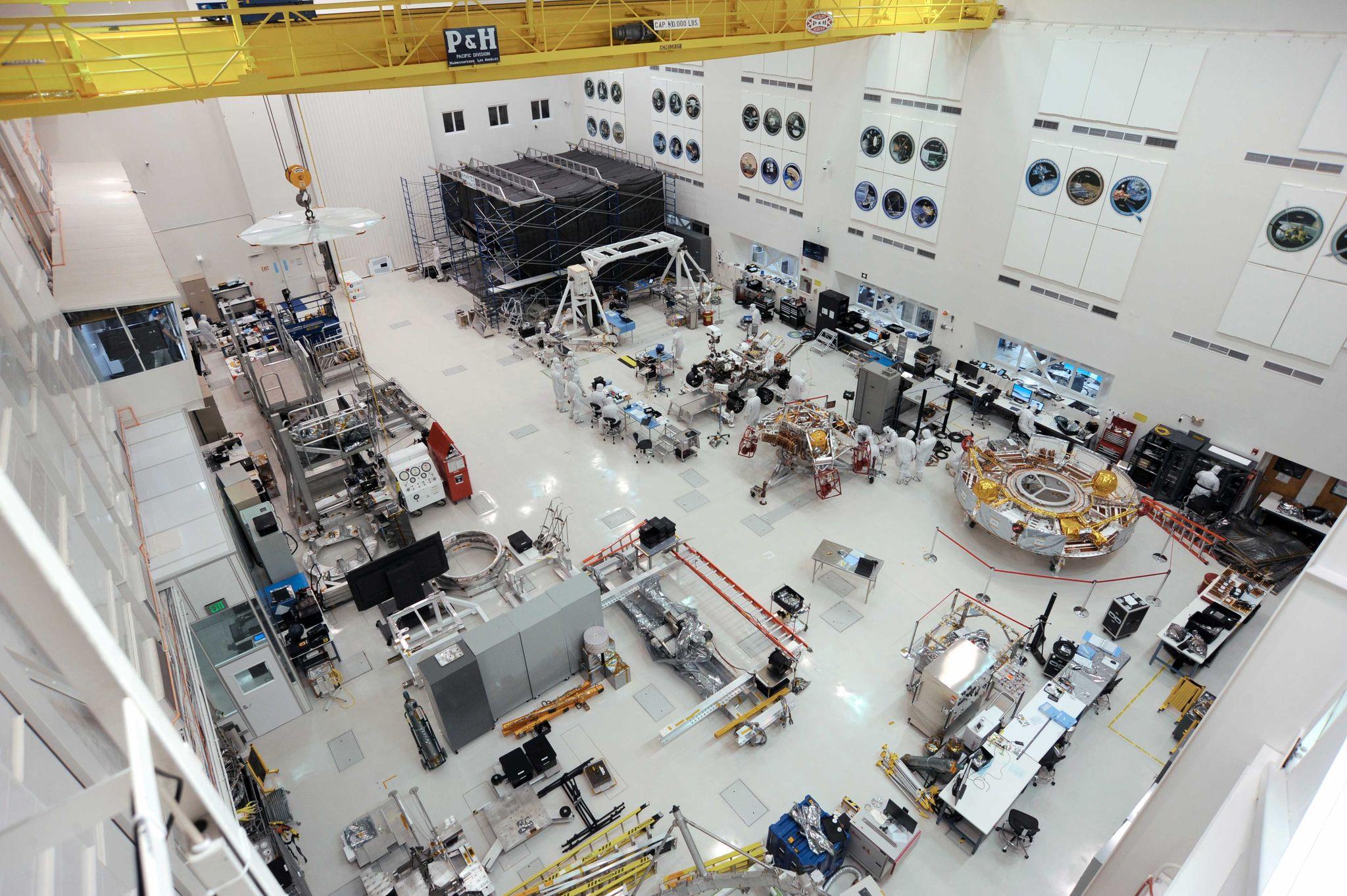 Чистая комната High Bay 1 в Цехе для сборки космических аппаратов Лаборатории реактивного движения.