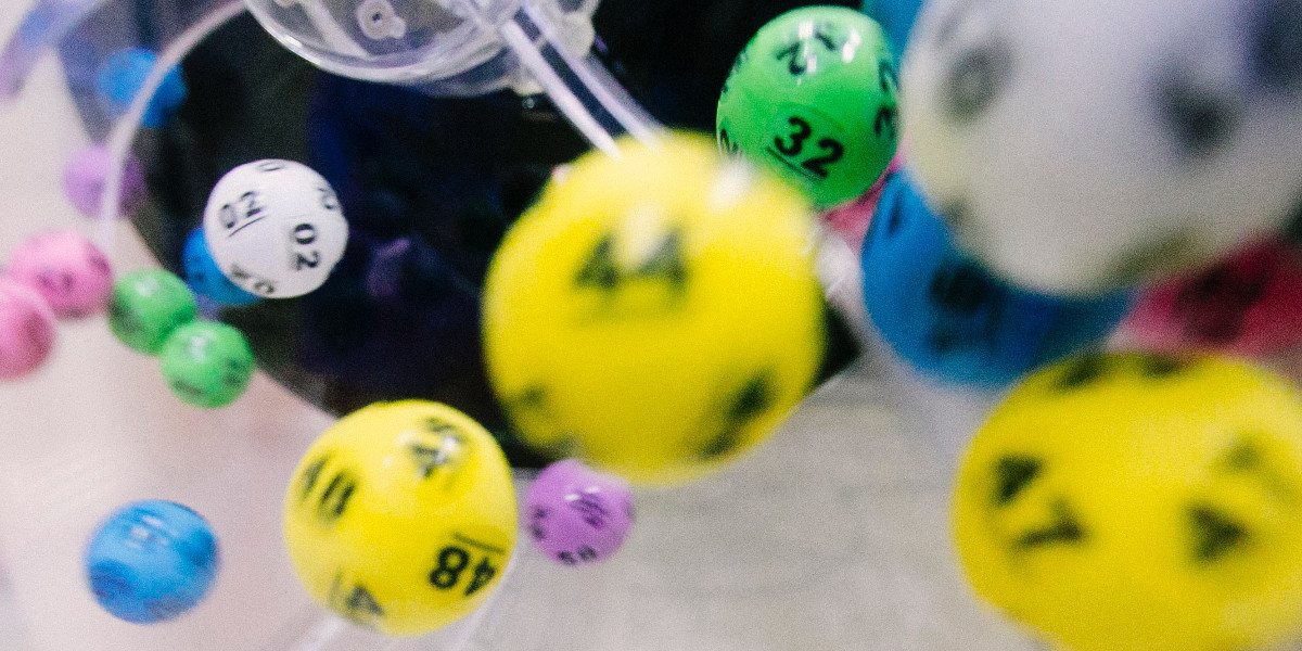Генерирование случайных чисел слишком важное дело, чтобы оставлять его на волю случая. Роберт Кавью