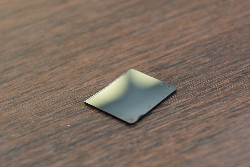 с виду метгласс - это стеклышко. Однако, это металл, хоть и аморфный