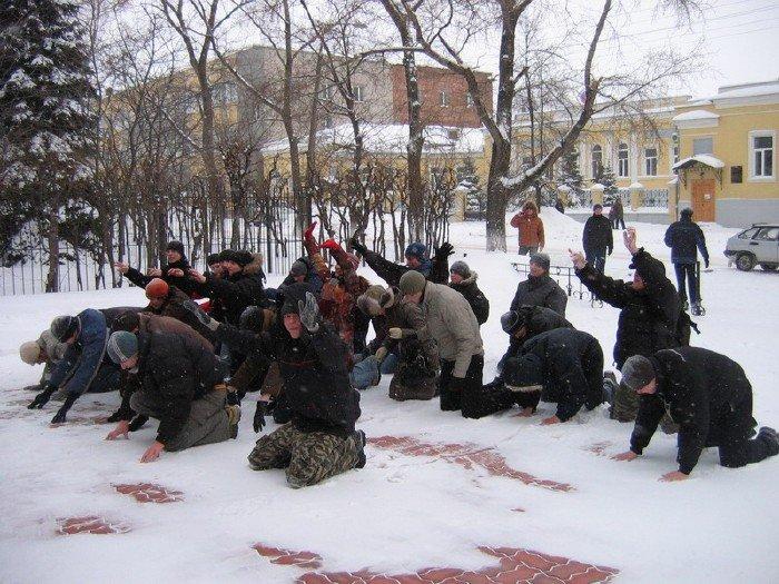 Ульяновцы на коленях молят об анлиме.