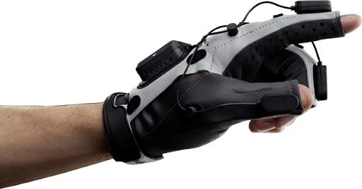 Перчатка Manus Prime X Haptic VR с контроллерами — разновидность «умной» одежды. Digital-тренды пересекаются