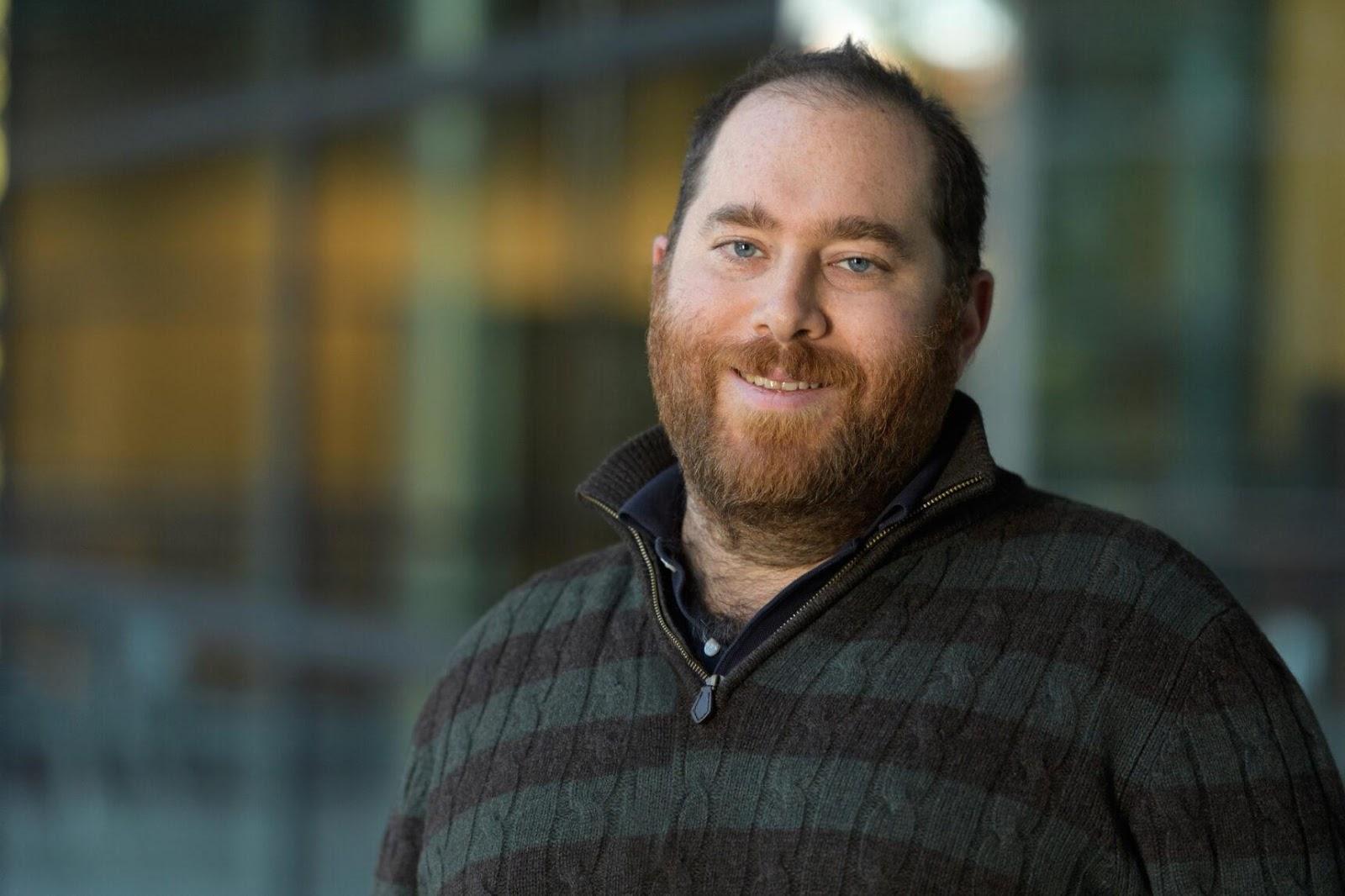 Дэниел Яминс, вычислительный нейробиолог и учёный CS из Стэнфордского университета, работает над способами определения того, какие алгоритмы действуют в биологическом мозге.