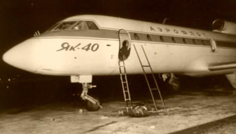 Тот самый Як-40 сразу после штурма