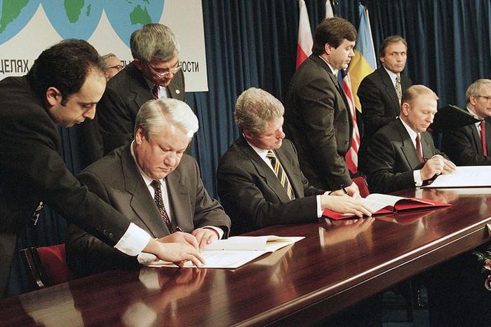 Подписание Будапештского меморандума 5 декабря 1994 года.