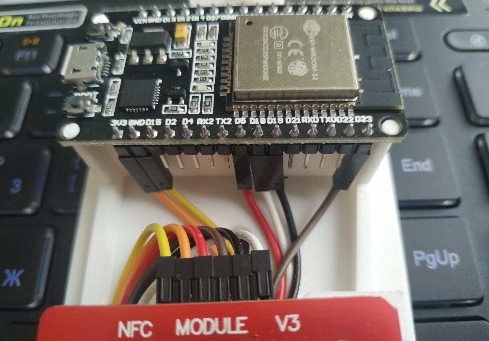 PN532 подключенная к ESP-32