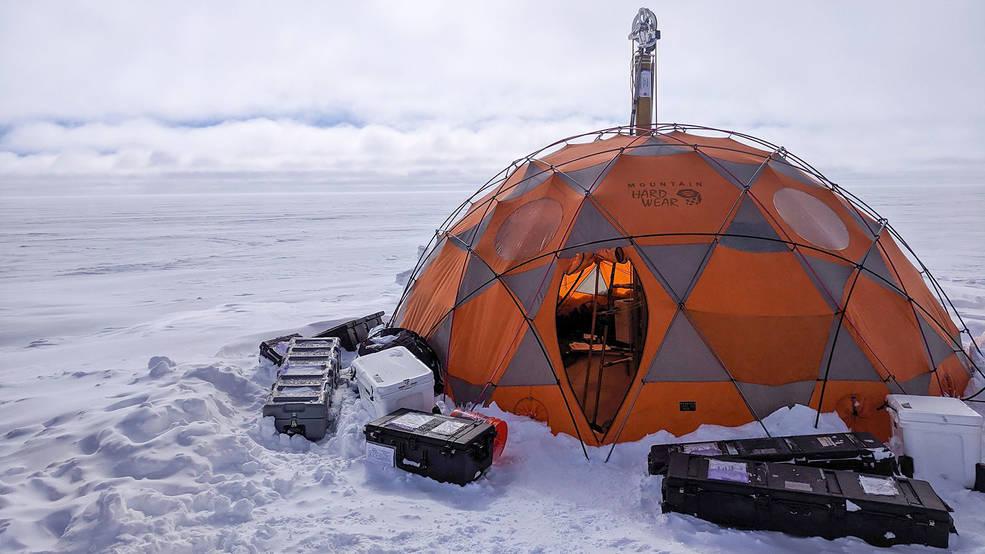 Испытания проходили в Гренландии в 2019 году, зонд искал признаки жизни на глубине 110 метров внутри скважины