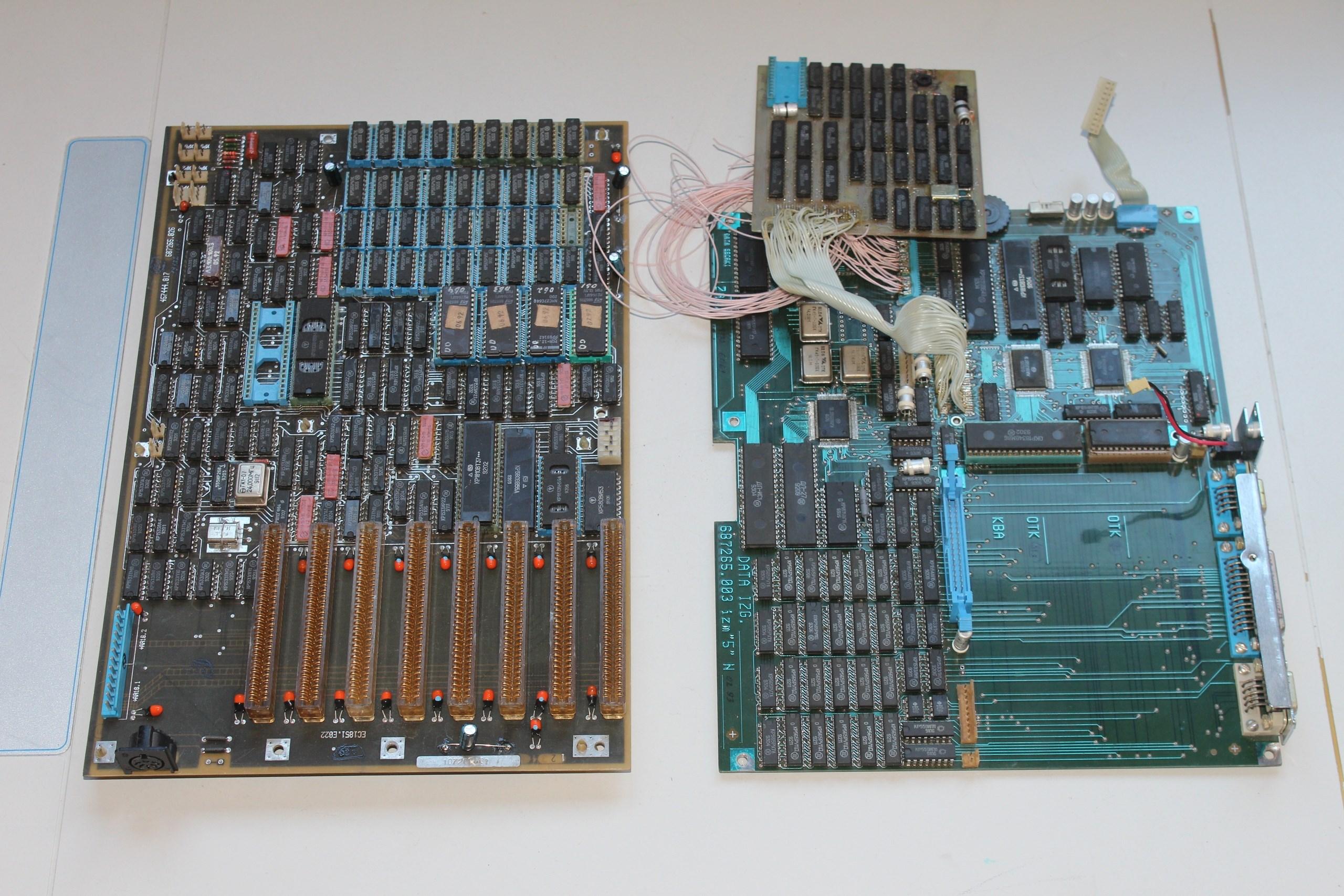 Для сравнения материнские платы персонального компьютера ЕС 1851 и МС 1504