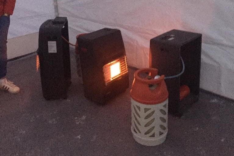 Тепловые пушки работают на газу.