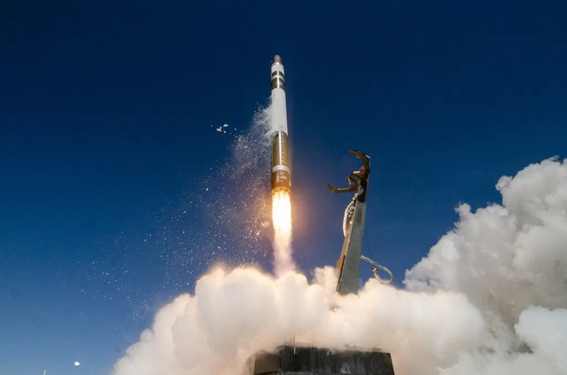 Взлет Electron во время миссии As The Crow Flies ( Источник: Сэм Томс и Саймон Моффат / Rocket Lab