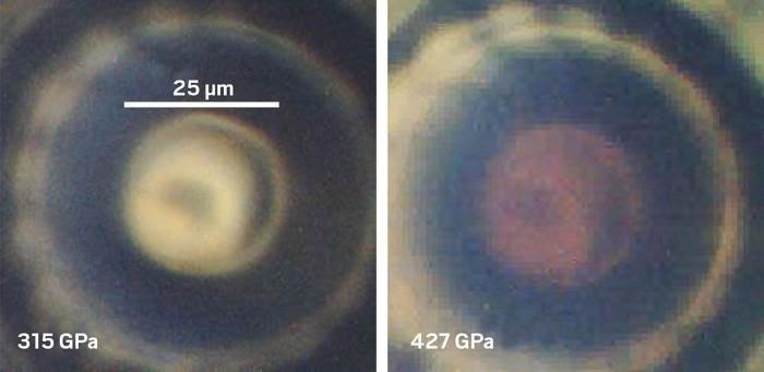 По мере повышения давления образец водорода начал проявлять новые свойства при взаимодействии с инфракрасным и видимым светом. Изображение Paul Loubeyre.