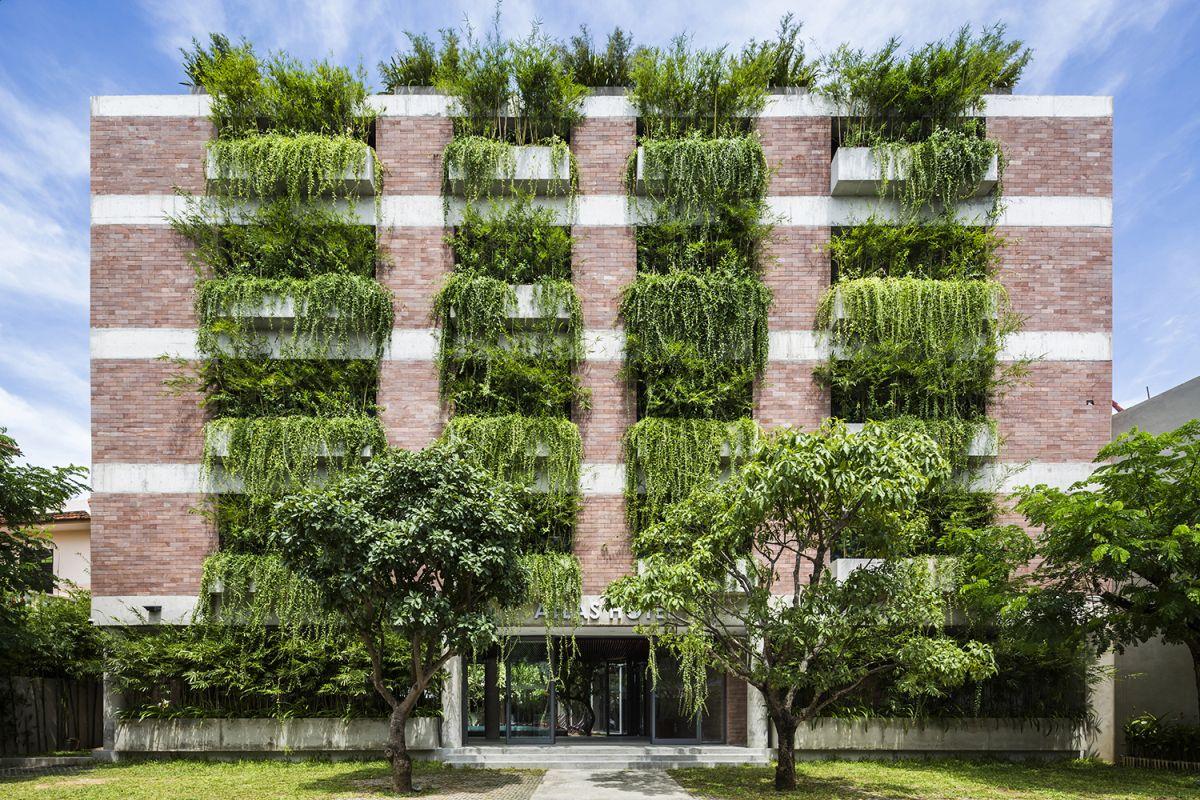 Пока еще не Новосибирск. Отель с вертикальным озеленением Atlas Hoian в Куангнаме, Вьетнам