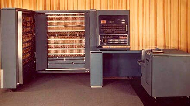 IBM 701 называли также Defense Calculator
