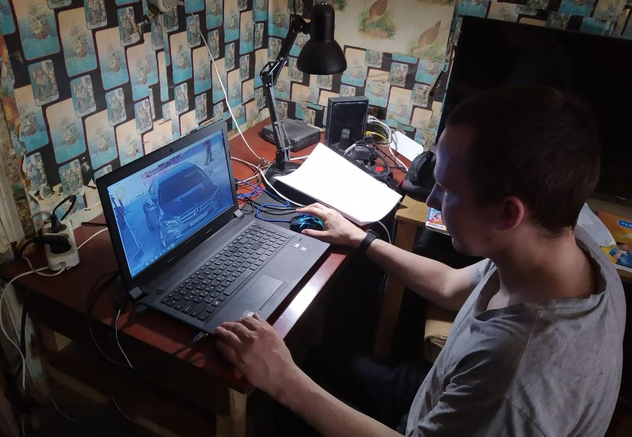 Участник проекта «Цифрология» Александр Марков размечает видел с автозаправки