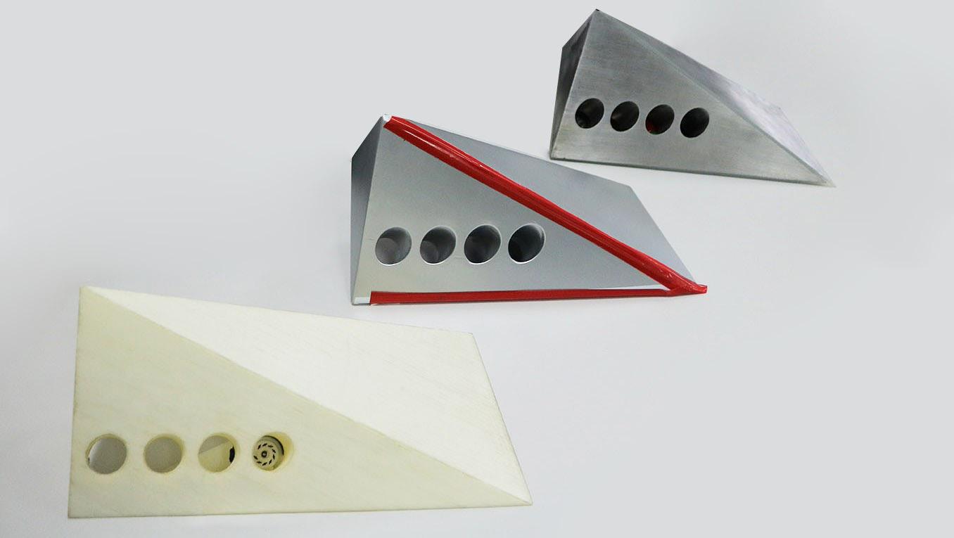 Фото: прототипы части корпуса для вставки радиоламп