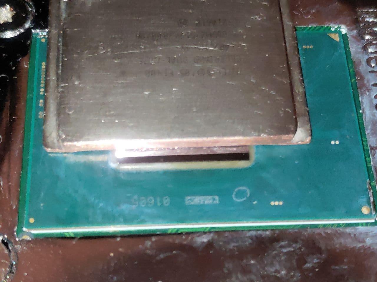 Крышка обтачивается у основания, что бы по высоте прилегала к кристаллу и с боков, что бы влезла на подложку