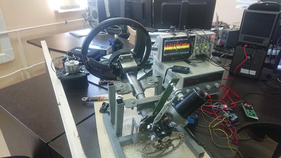 Так выглядел мини-стенд отладки электроусилителя руля (ЭУР) на столе инженера