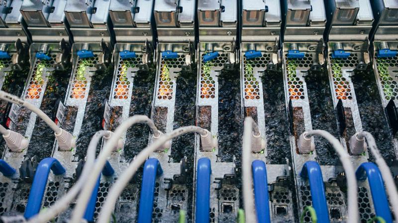 Microsoft стала первым поставщиком облачных услуг, запустившим двухфазное иммерсионное охлаждение в производственной среде