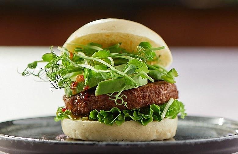 Растительные бургеры «Эфко» под брендом Hi! с ноября должны были появиться в бургерных #Farsh и Fresh. А в следующем году и в рознице. Слепые тесты говорят, что котлеты в них практически неотличимы от настоящего мяса