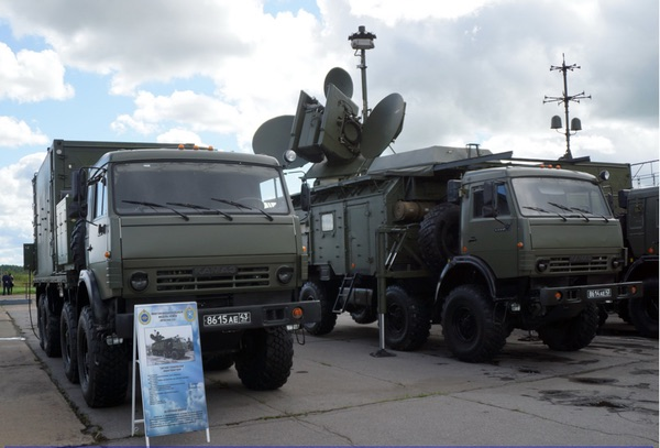 Командный пункт «Красуха-4» (слева) и система РЭБ. (Источник: А.В. Карпенко )