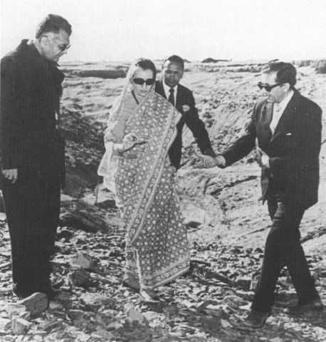 Индира Ганди на испытаниях