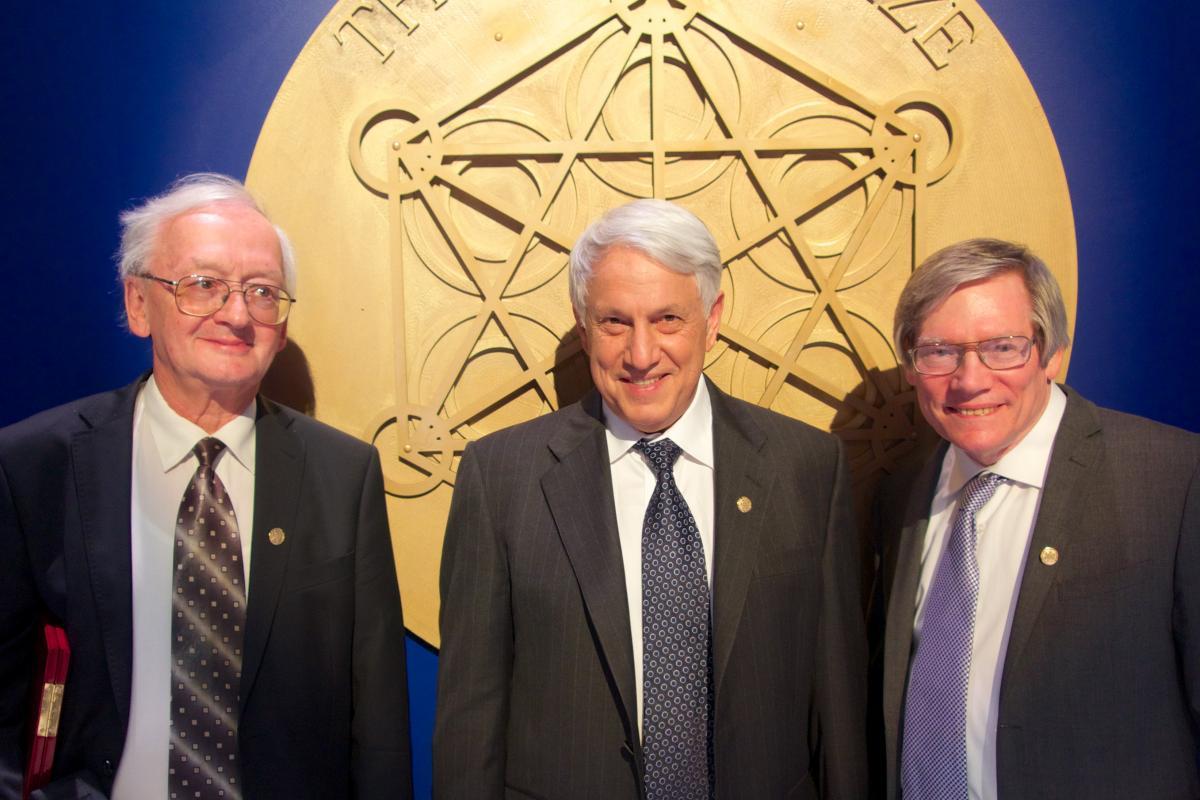 Лауреаты премии Кавли по астрофизике 2014 года. Слева направо: Алексей Старобинский, Андрей Линде и Алан Гут. Credit: Scanpix