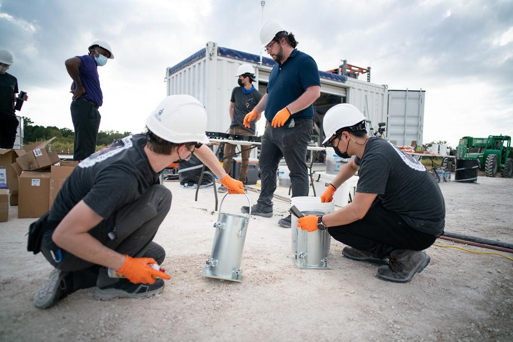 Команда студентов за работой, фото ICON