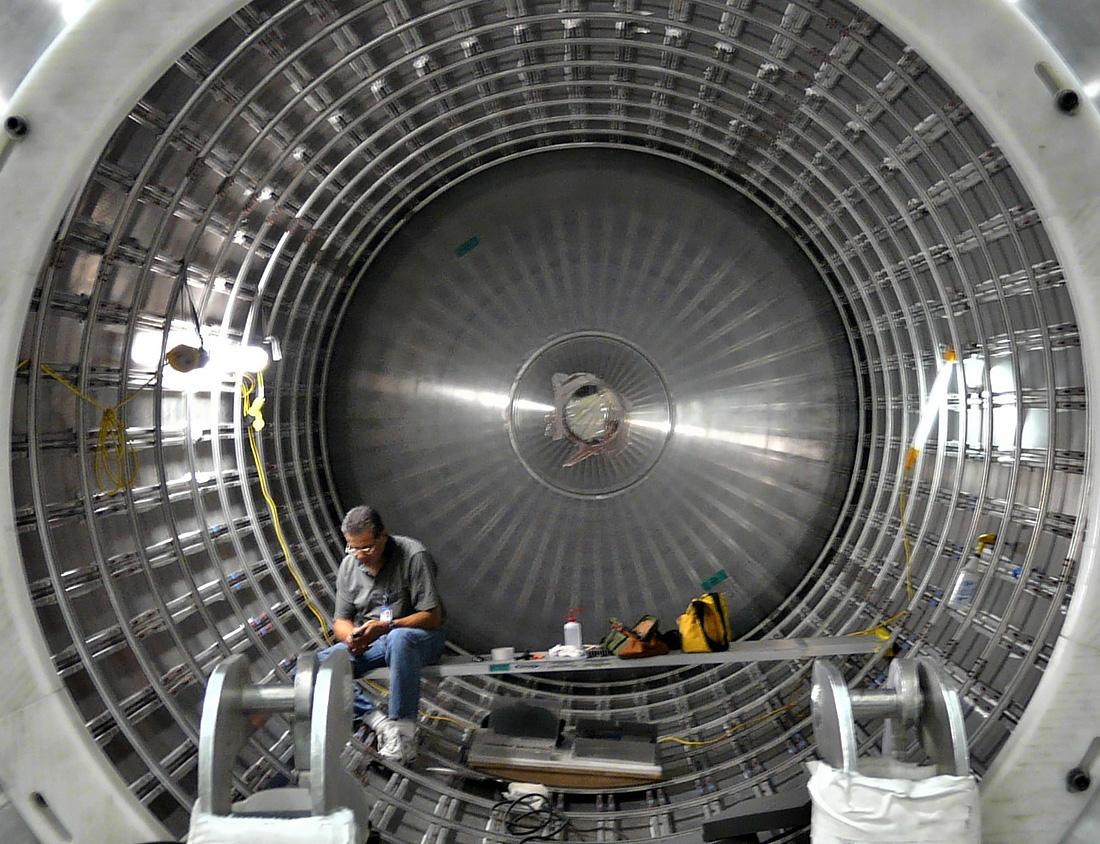 Внутренности топливного бака Falcon 9. Фото SpaceX