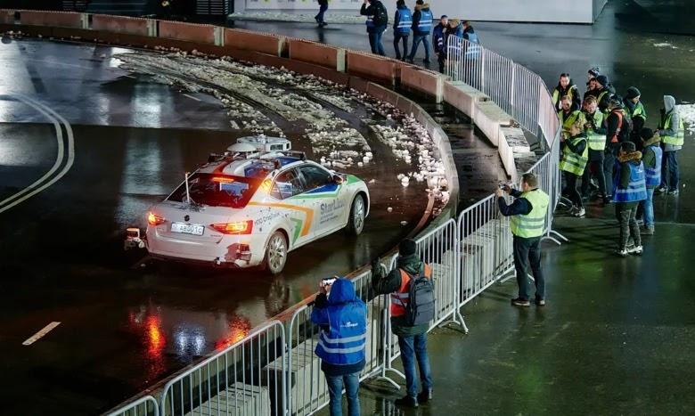 Фото с соревнований «Зимний город», где машина StarLine первой прошла дистанцию 50 км