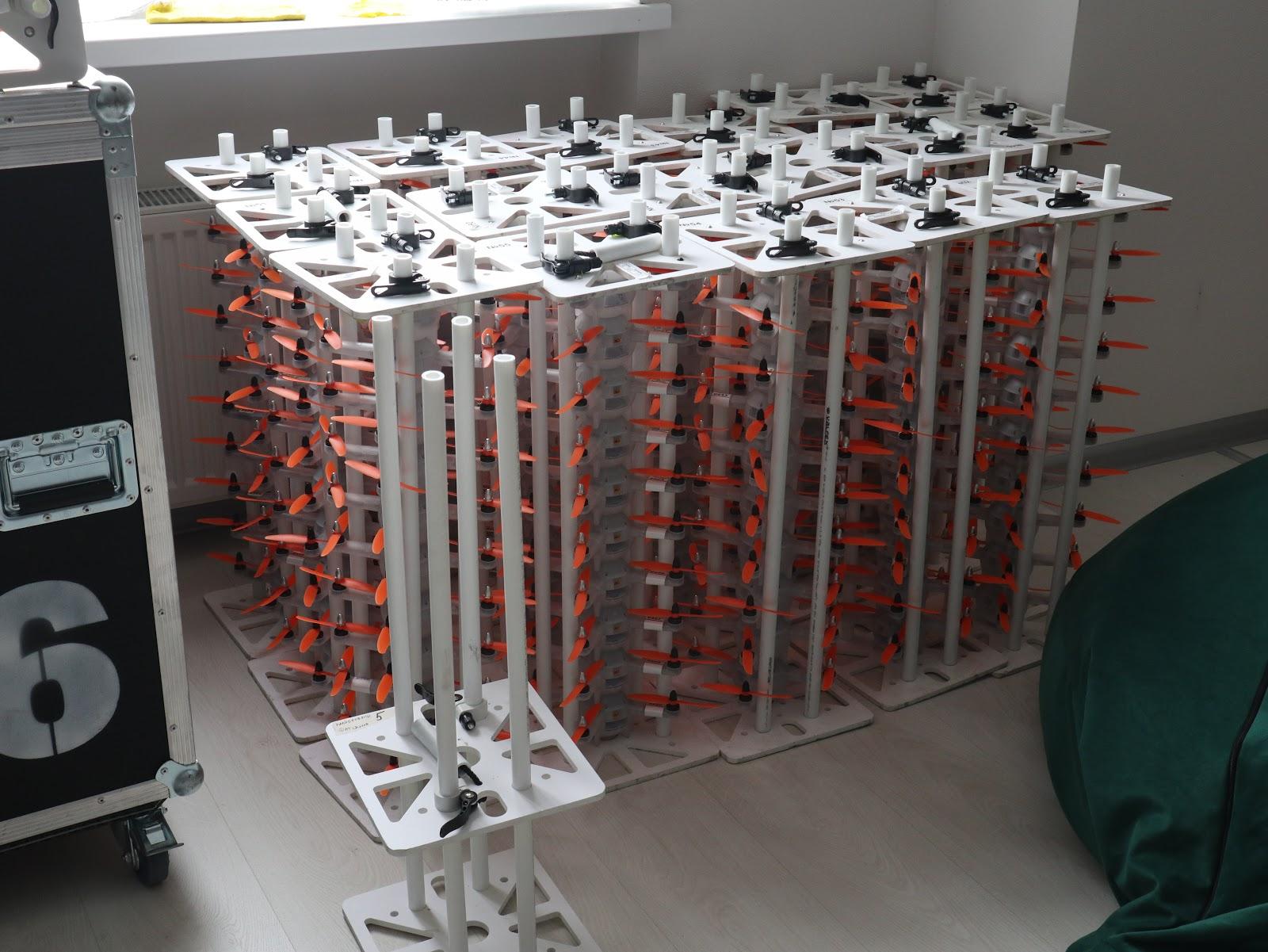 Так выглядят рамки для перевозки дронов — каждая вмещает по 10 штук