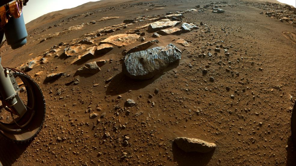 Отверстие слева, Montagnac, и отверстие справа, Montdenier, которые марсоход просверлил для забора грунта / Лаборатория реактивного движения НАСА