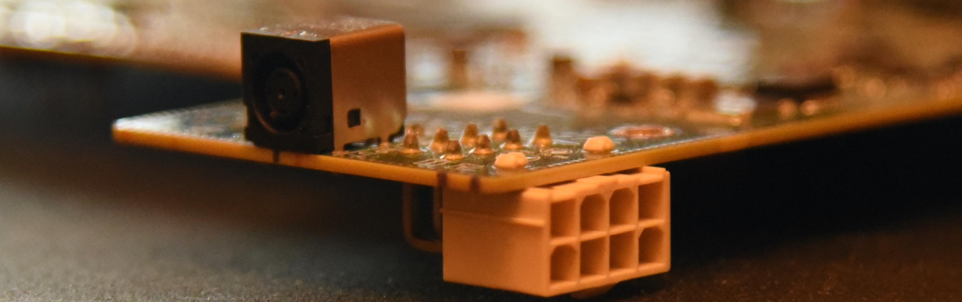Вроде как чудо-инженеры. 8-pin закрыт корпусом и доступен только после разборки.