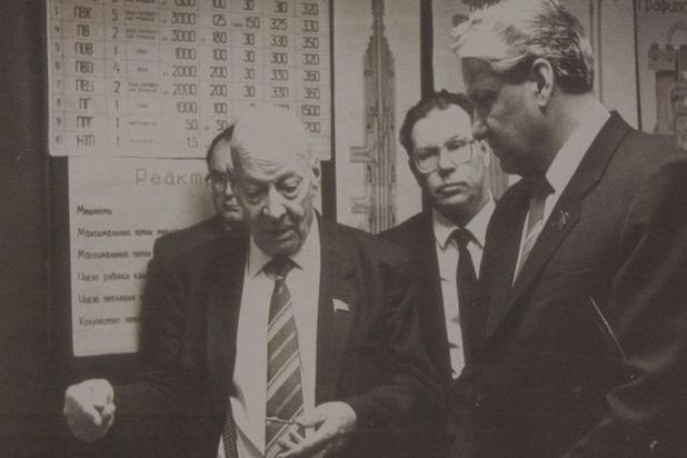 В. А. Легасов (в центре) с академиком Александровым (слева) и Борисом Ельциным