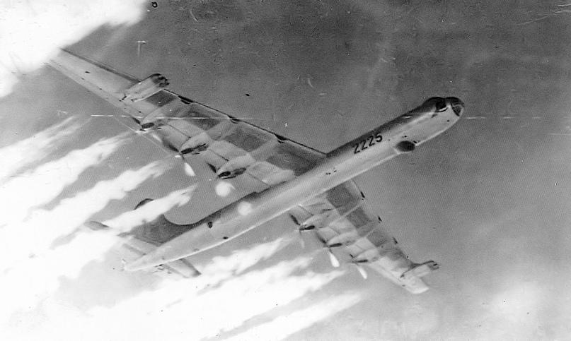 Упавшие с бомбами: аварии и катастрофы самолетов ВВС США с ядерным оружием