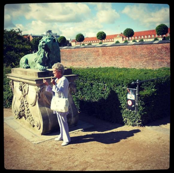 Это я в Копенгагене встретил бабульку (слетал на тренинг от работы). Примерно тоже самое сказал мне декан на вопрос об иностранной стажировке.