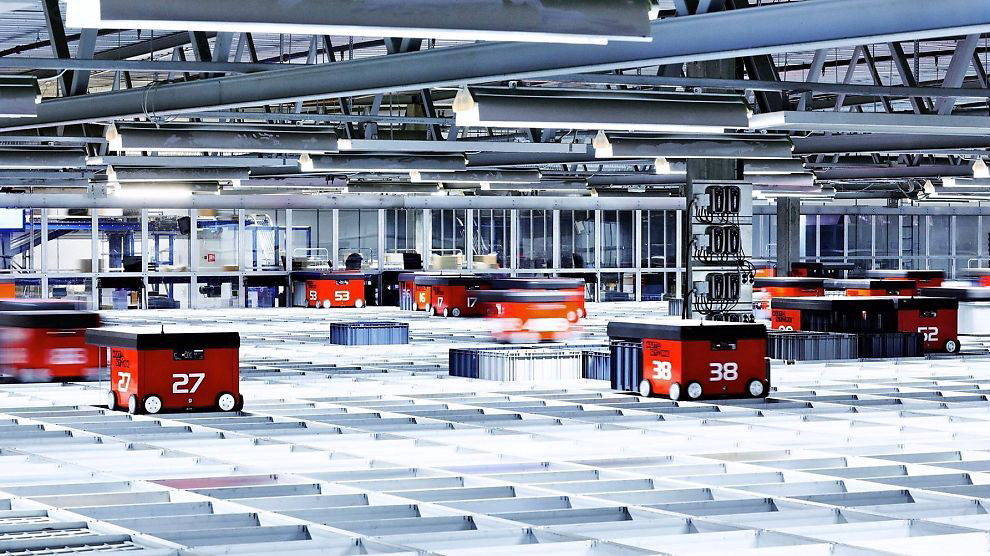 Роботы на складе онлайн-магазина Komplett.no, Норвегия.