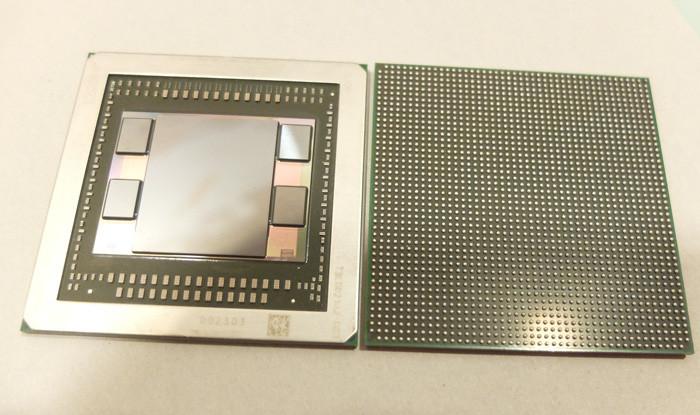 Внутренности корпуса графического ускорителя AMD Fiji. Центральный кристалл – собственно вычислитель, по обеим сторонам – упакованные в несколько слоев чипы HBM DRAM.