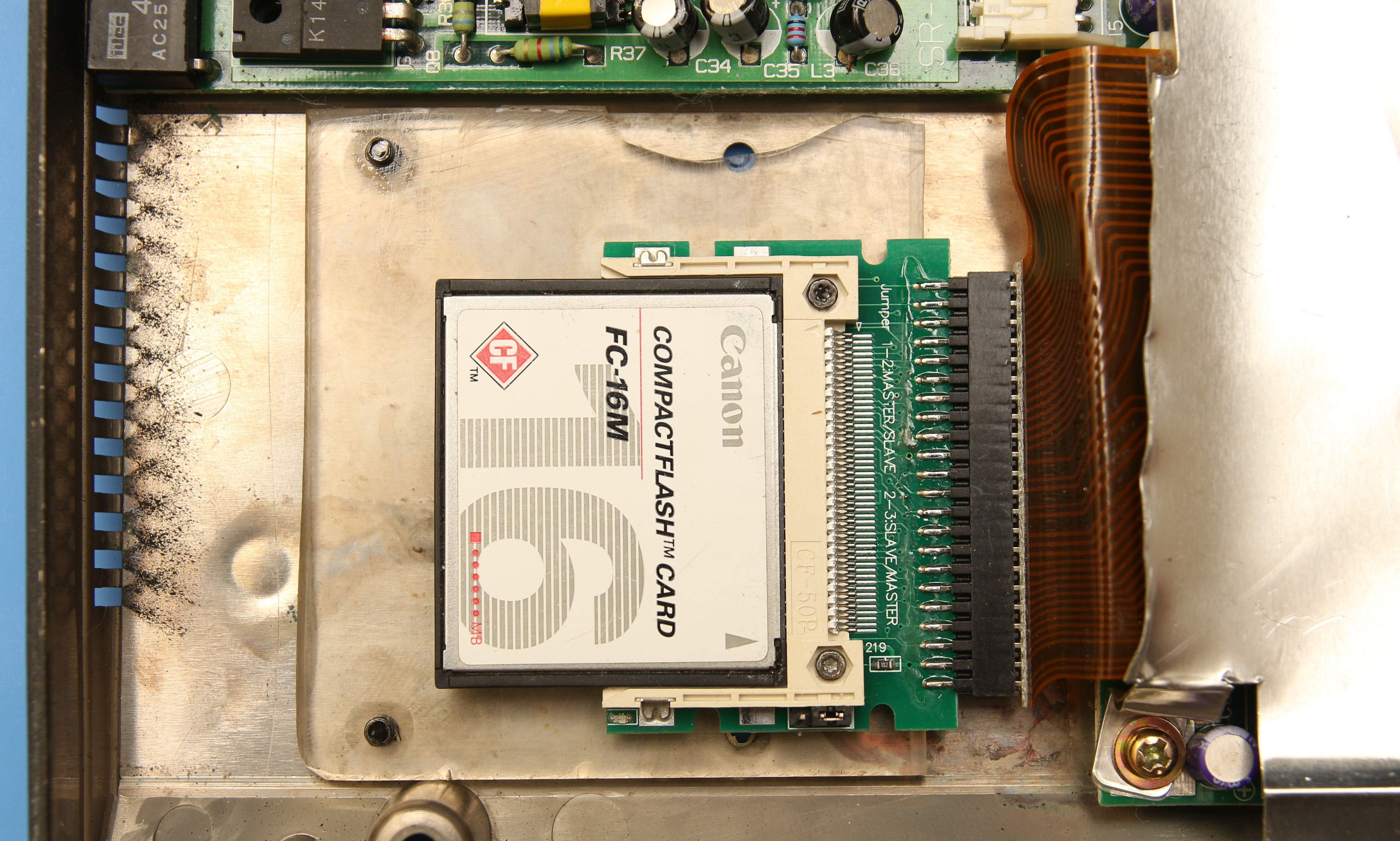 Крепление карты памяти внутри ноутбука